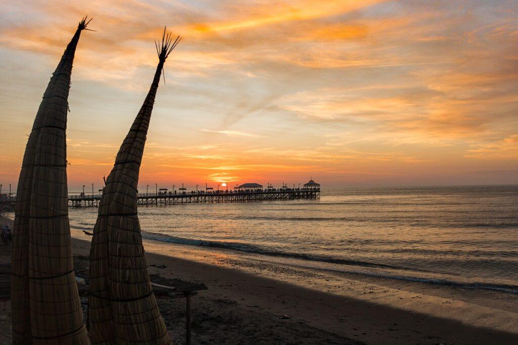 trujillo, huanchaco, beach